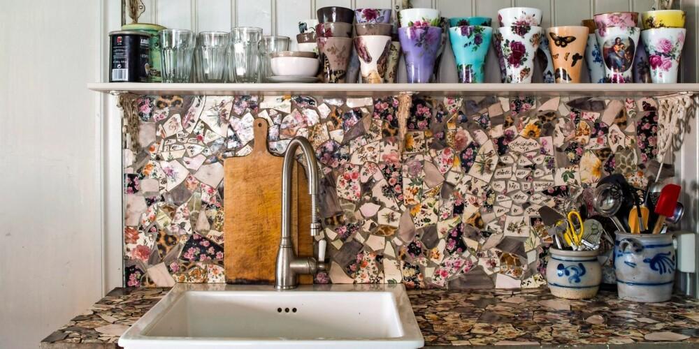KREATIV: Lillann Svendsrud er keramiker og har laget flisene over benk selv.