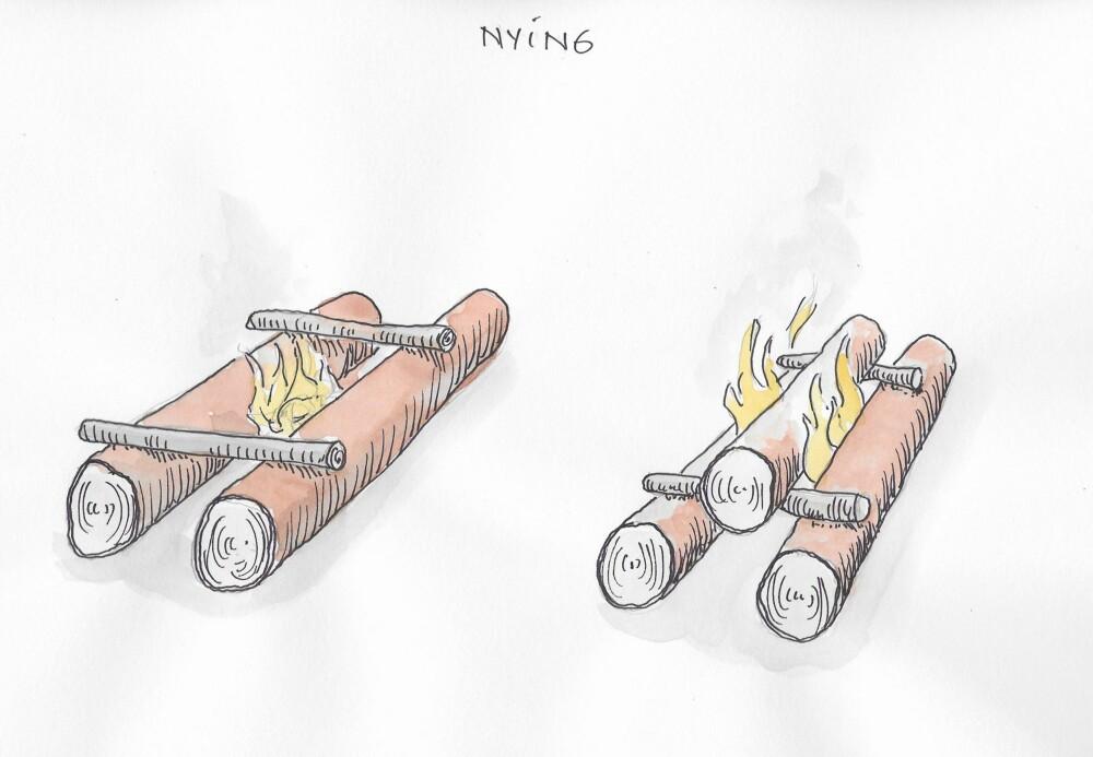 STOKKEBÅL: Nying blir også kalt stokkebål. Krever store, tørre furu- eller granstokker. Bålet brenner godt og lenge.