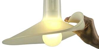 MYK OG MILJØVENNLIG: Mange av høstens lamper har et lekent uttrykk, slik som lampen Flex fra Droog. Den er designet med tanke på bruk av energibesparende pærer og har en skjerm i myk og bøyelig silikongummi.