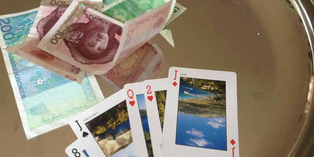 SPILLER OM PENGER: I Poker satser man og spiller om en pengesum som vinneren til slutt stikker av med.