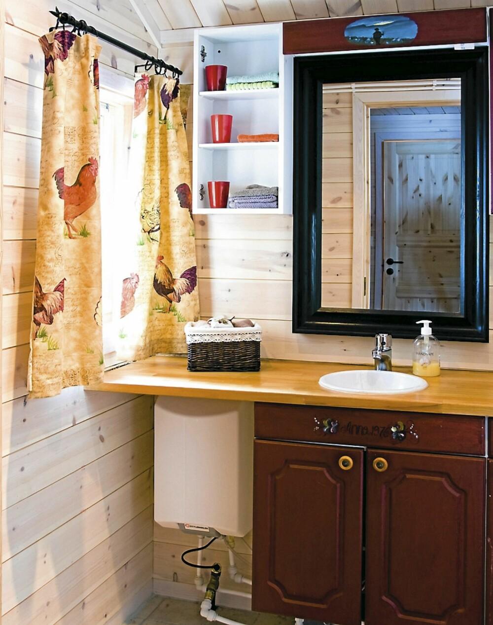 NYTT BAD: Med tilbygget ble det plass til et helt nytt bad. I tillegg ble biotoalettet flyttet inn fra en frittliggende bod.