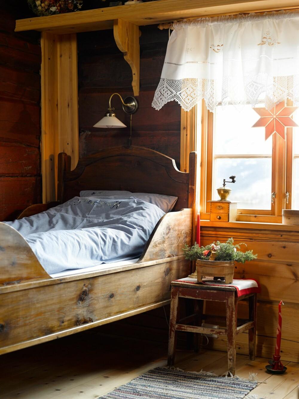 KOSELIG: Gamle møbler gir hygge og nostalgi på soverommet.