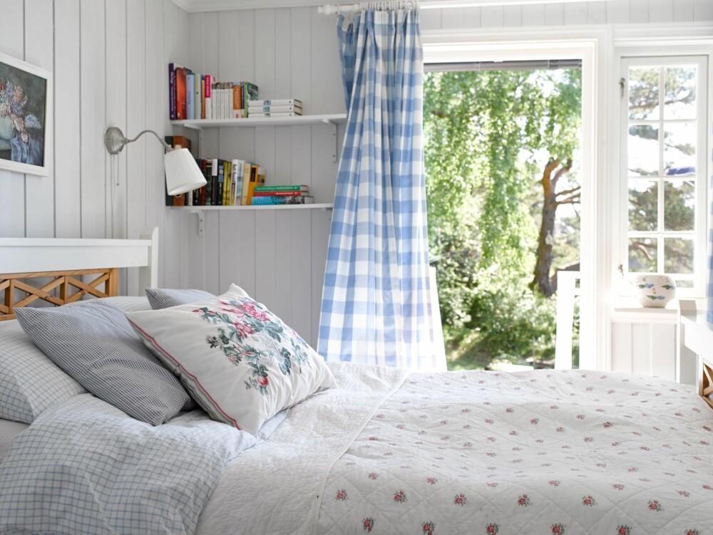 LUFTIG: Å våkne opp i sval sommerbris i det lysmalte soverommet, er en del av det gode hyttelivet på Solodden.