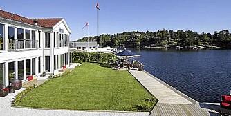 GODT MED STRANDLINJE: For en svært romslig lottogevinst kan du også få deg et svært romslig hyttepalass. 21,5 millioner koster dette stedet på Nøtterøy.