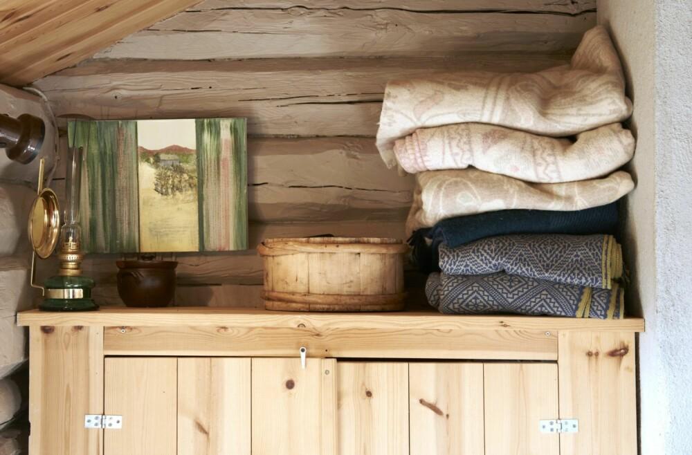 SELVSNEKRET: Alt er tilpasset over tid. Skapet er selvsnekret og tilpasset den lille kroken på soverommet.