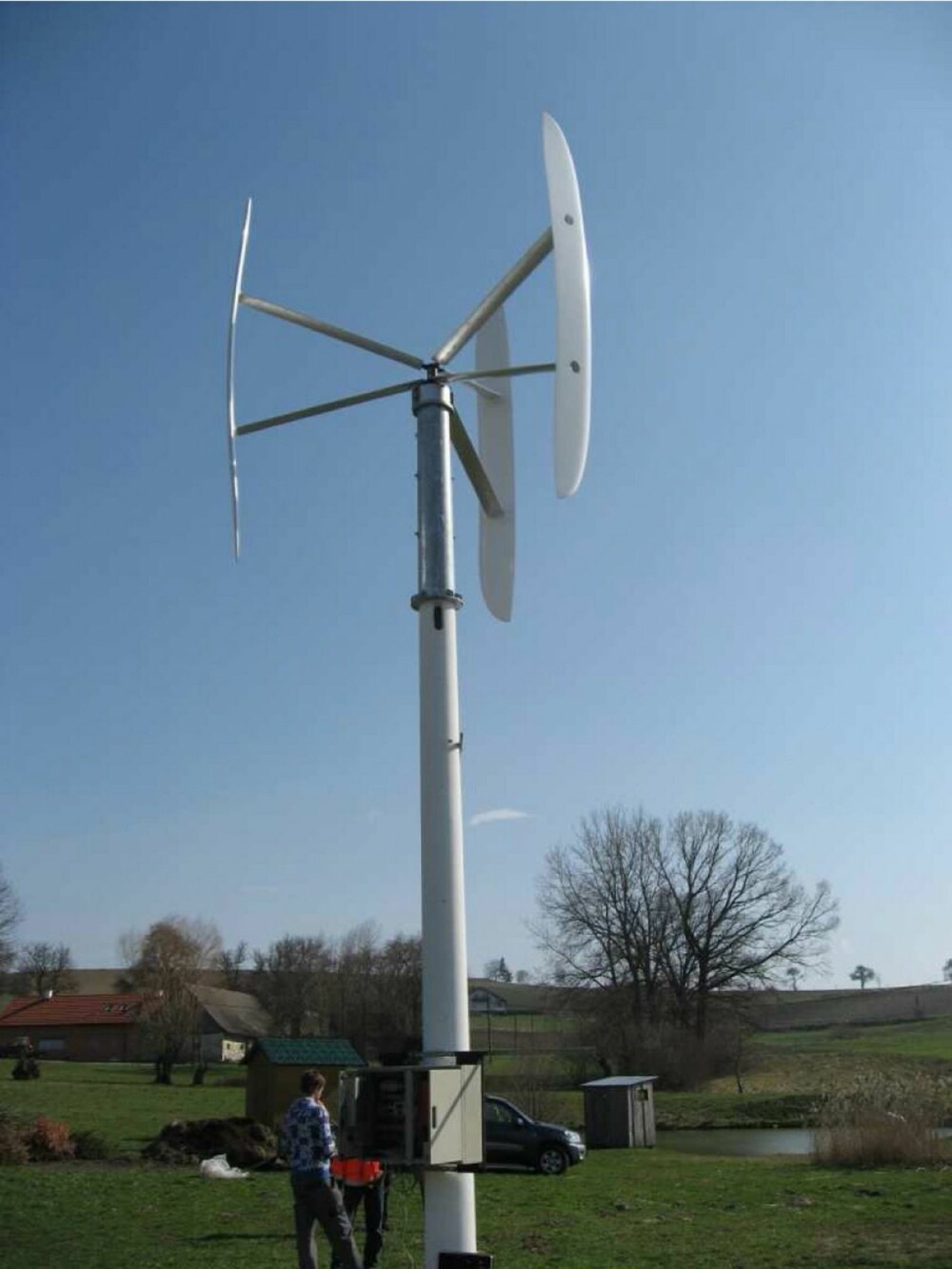 VINDKRAFT: Vertikal vindgenerator fra Helt grønn.