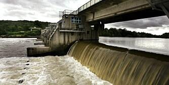 ©PHOTOPQR/LE REPUBLICAIN LORRAIN/Pascal BROCARD. hydrologie - le niveau des cours d'eau au plus haut apres un ete particulierement pluvieux.  La moselle au niveau de l'ecluse d'ars sur moselle  vannkraft