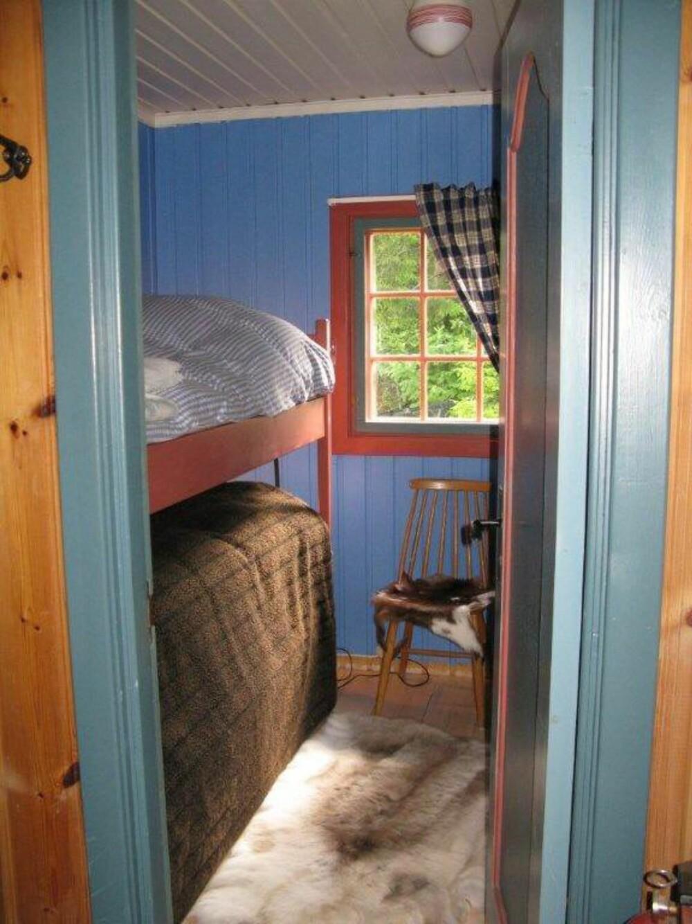TRADISJONELL:Soverommet fremsto som litt kjedelig og mørk da hytteeieren tok over. (FOTO: Privat)