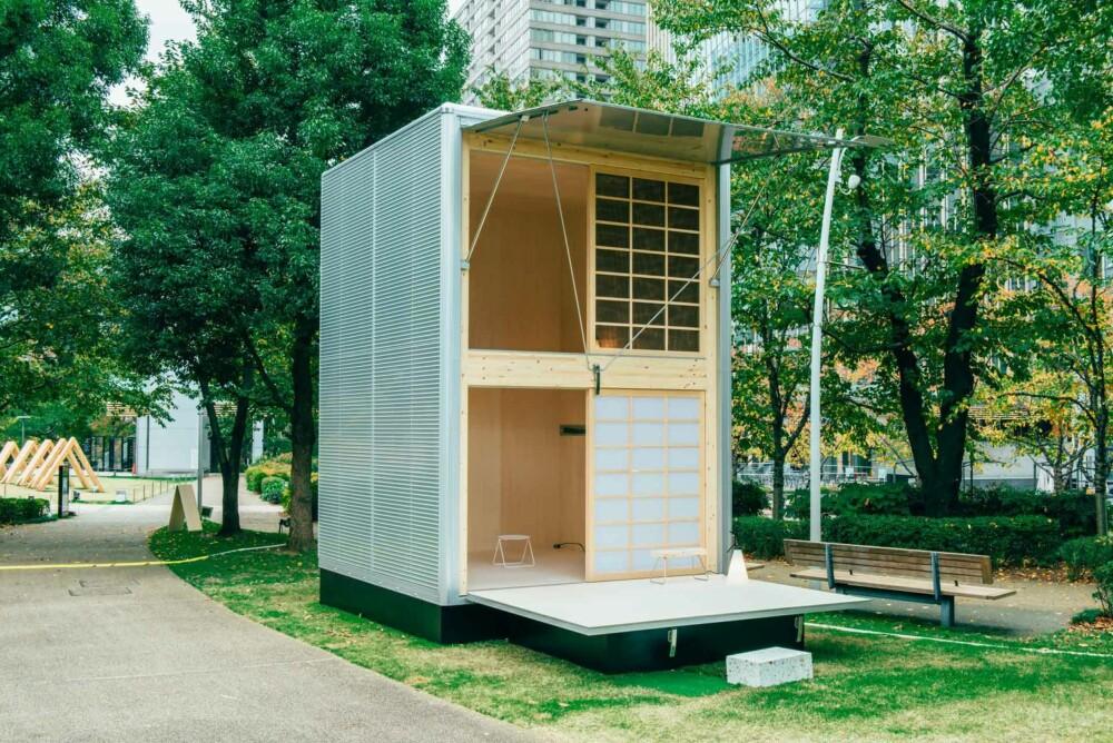 ALUMINIUM: Muji hytta er lett å flytte rundt takket være materialet det er bygget i- aluminium. Målene er: 3×3.3×4.5 meter. Denne hytta er uten vann og strøm og er kun ment som et rom til å oppholde seg i. Det kan for eksempel brukes som et atelier.
