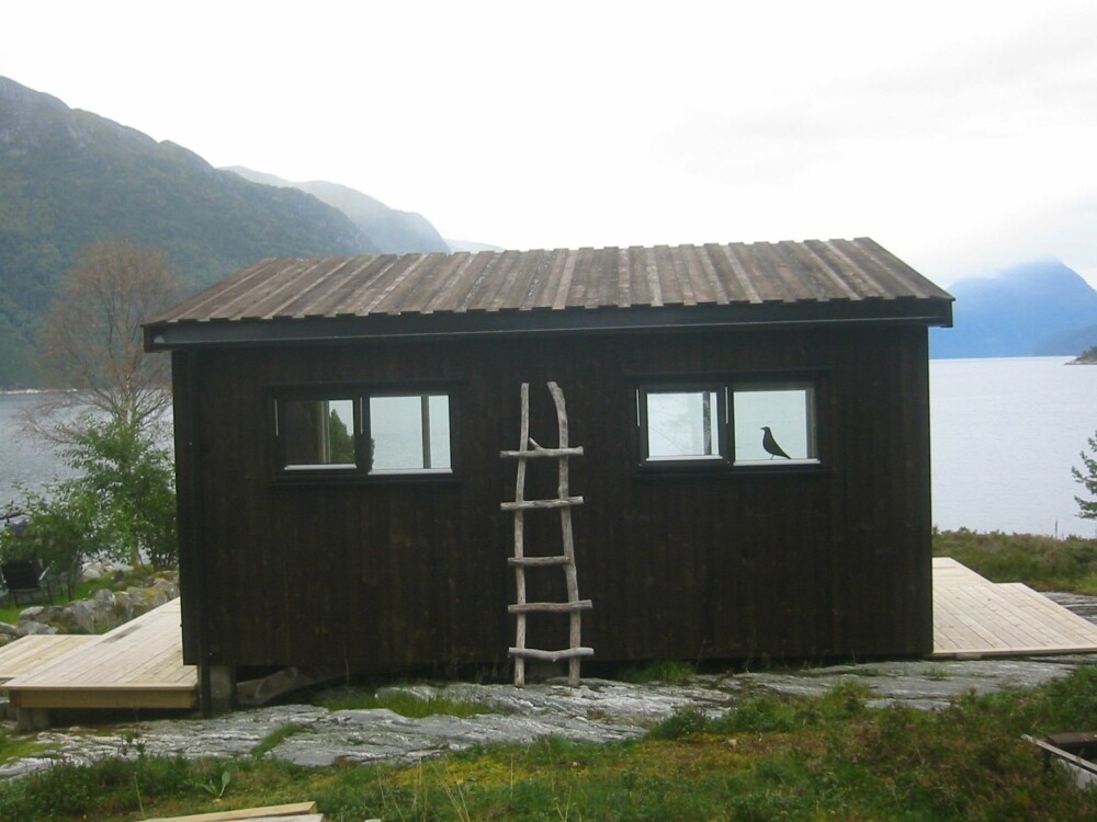 BELIGGENHET: Hytta er bygget på Meløy i Nesset kommune.