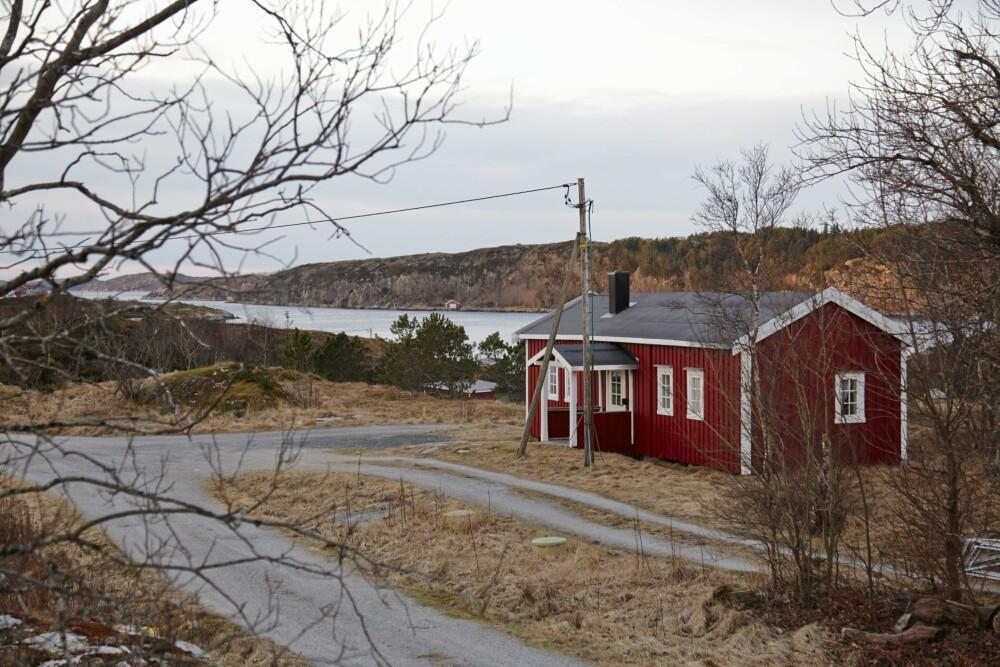 Dobbelt så stort: Det over 100 år gamle stabburet er med tiden blitt dobbelt så stort med et tilbygg. Den eldste delen til venstre. Foto: Per Erik Jæger