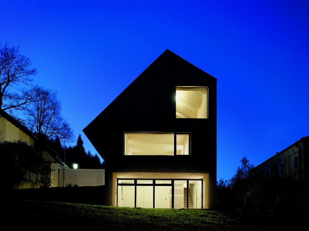 TØFF I TRYNET: Sunlighthouse tegnet av arkitekt Juri Troy har en dramatisk profil.