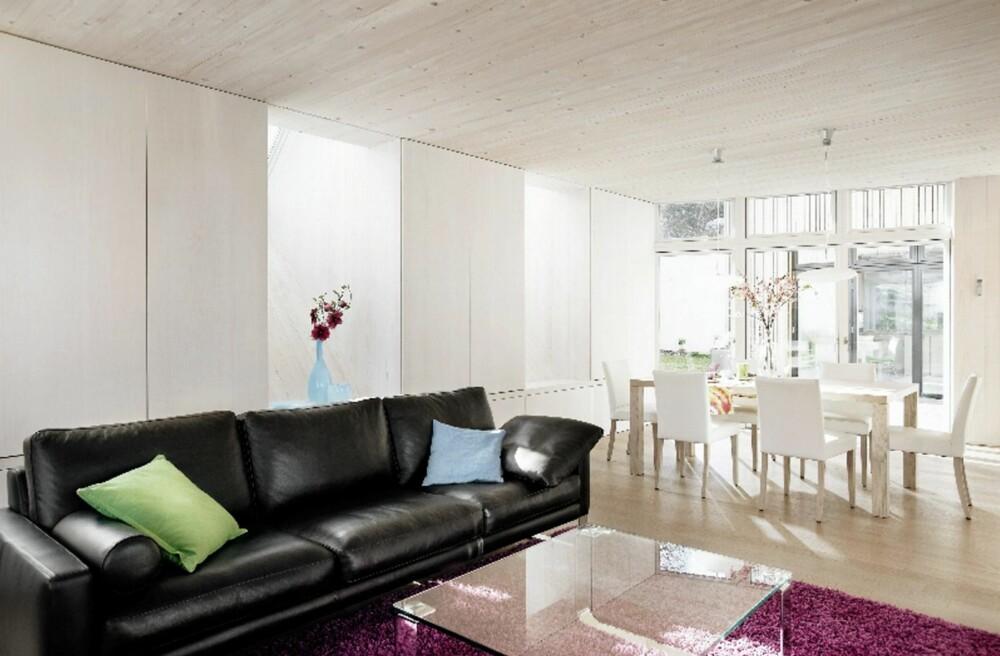 GJENNOMFØRT INTERIØR: Stuen i Sunlighthouse er  svært lys og vennlig, slik som resten av rommene i huset.