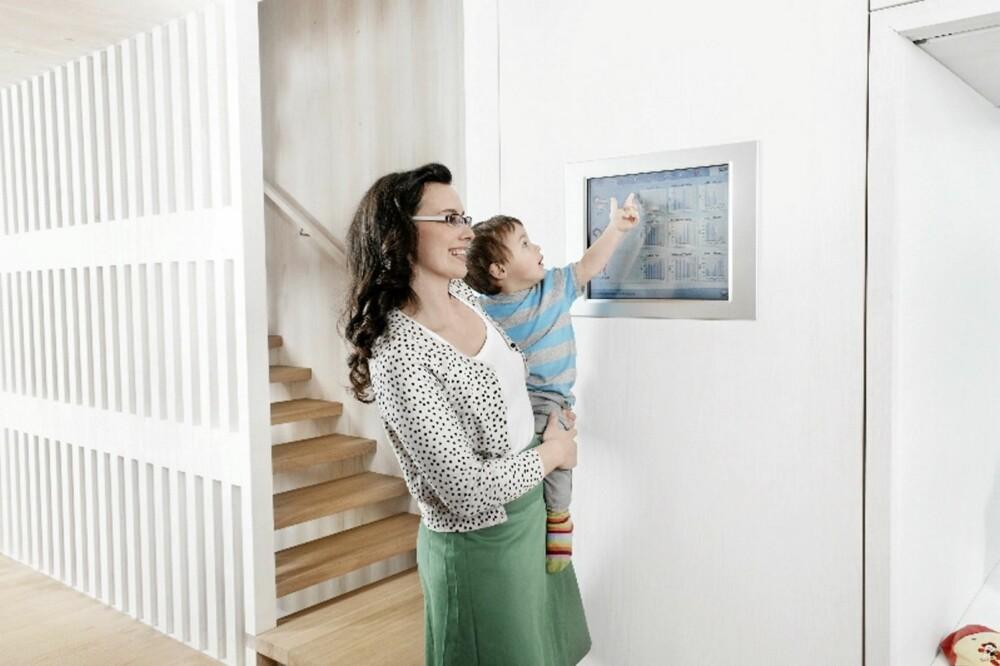 FULL OVERSIKT: Huset har en rekke innebygde lys- og engeristyresystemer.