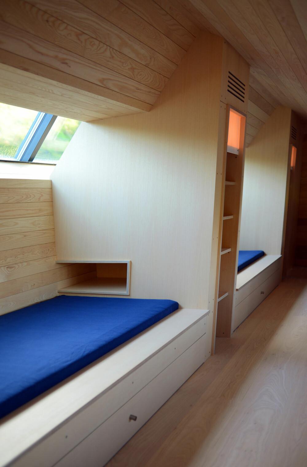 INTEGRERTE LØSNINGER: For å spare plass ble blant annet senger og oppbevaring bygget inn.