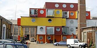 """BOLIGHUS: Slik er Container City, samlingen av boligenheter og atelierer, bygget av gamle containere. Foto: <a href=""""http://www.flickr.com/photos/magnus_d///"""">magnus d</a> på Flicker.com. Noen <a href=""""http://creativecommons.org/licenses/by/2.0/deed.en_GB"""">rettigheter</a> reservert."""