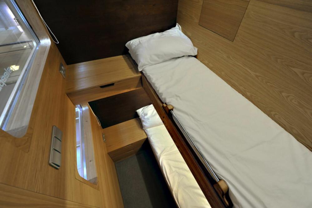 SMÅTT OG GODT: Det er ikke allerden man har plass til på 4m2, men trenger man egentlig så mye mer enn en seng når man er trøtt?