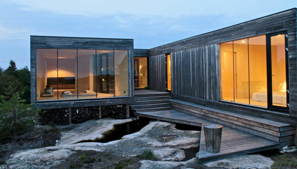 SMAL OG SMART: Som beskyttelse mot vinden har hytta fått et lunt lite atrium i midten med atkomst fra vest.