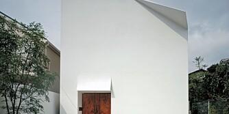 BRETTET FASADE: Ved å hente inspirasjon fra den japanske papirbrettekunsten, origami, ville arkitekten bryte opp den ensformige fasaden.