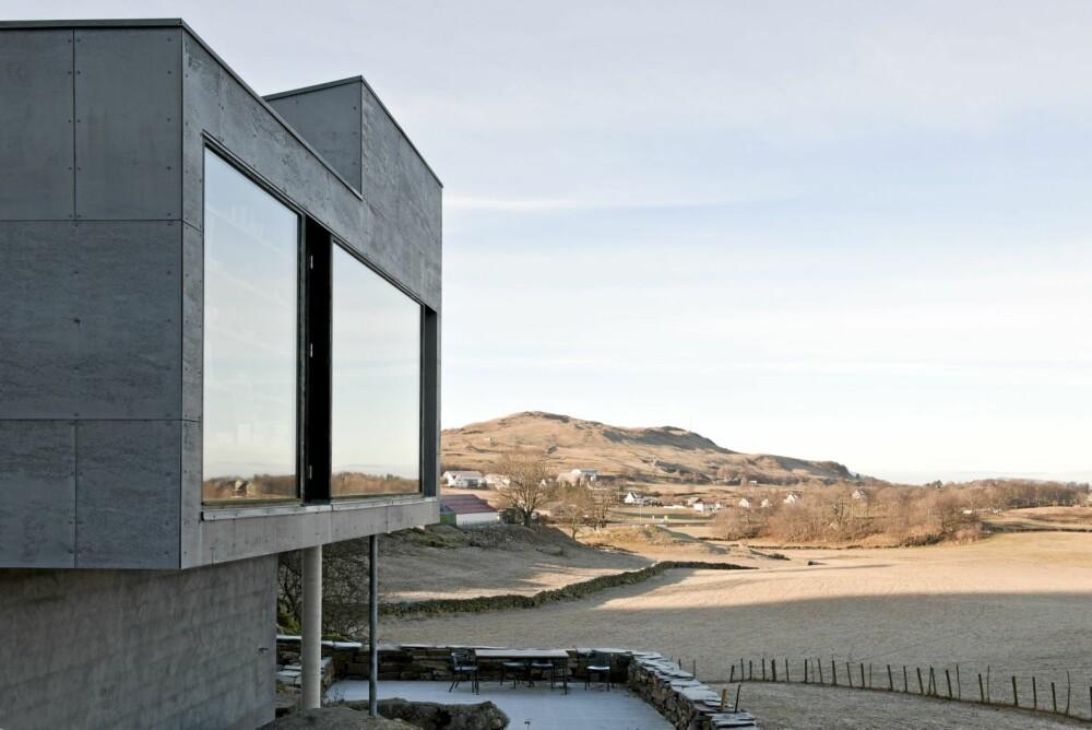 PENT PANORAMA: En tomt med endeløs utsikt. Poetisk modernisme er et begrep som ofte er blitt benyttet om norsk arkitektur av denne typen. Er dette et slikt eksempel?