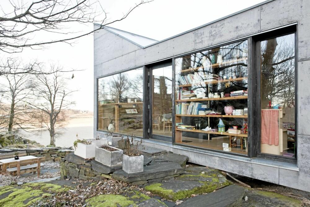 LINJELEKKER: På langsiden ser vi hvor elegant fasaden og linjene ellers på huset er bygget opp.