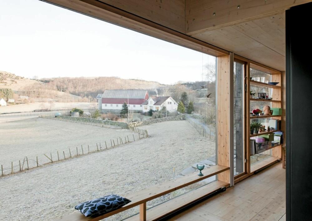 ENORM: Utsikten fra det langsmale vinduet er en egen opplevelse. Dette er et sted for ro og ettertanke.