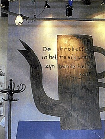 KUL KANNE: Den Mondrian-aktige kannen er malt av Klaas Gubbels, en av Hollands mest kjente, eldre kunstnere.