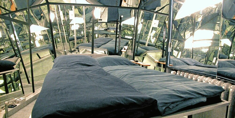 Mirror Room: Speilrommet er et diamantformet rom som gir deg inntrykk av å bo i et kaleidoskop. Pris: 79 euro.