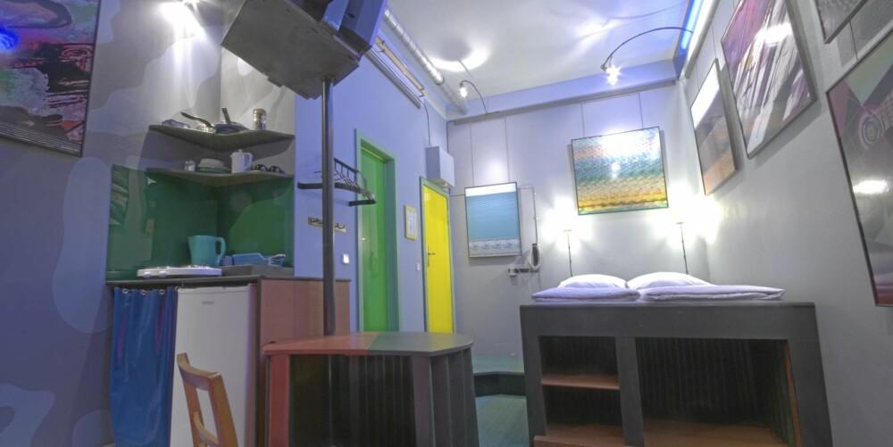 Electric Wallpapers: Kanskje det mest normale rommet? I hvert fall inneholder det mye dagslys. Et rom spesielt egnet for lengre opphold på grunn av fullt utstyrt kjøkken. Pris: 115 euro.
