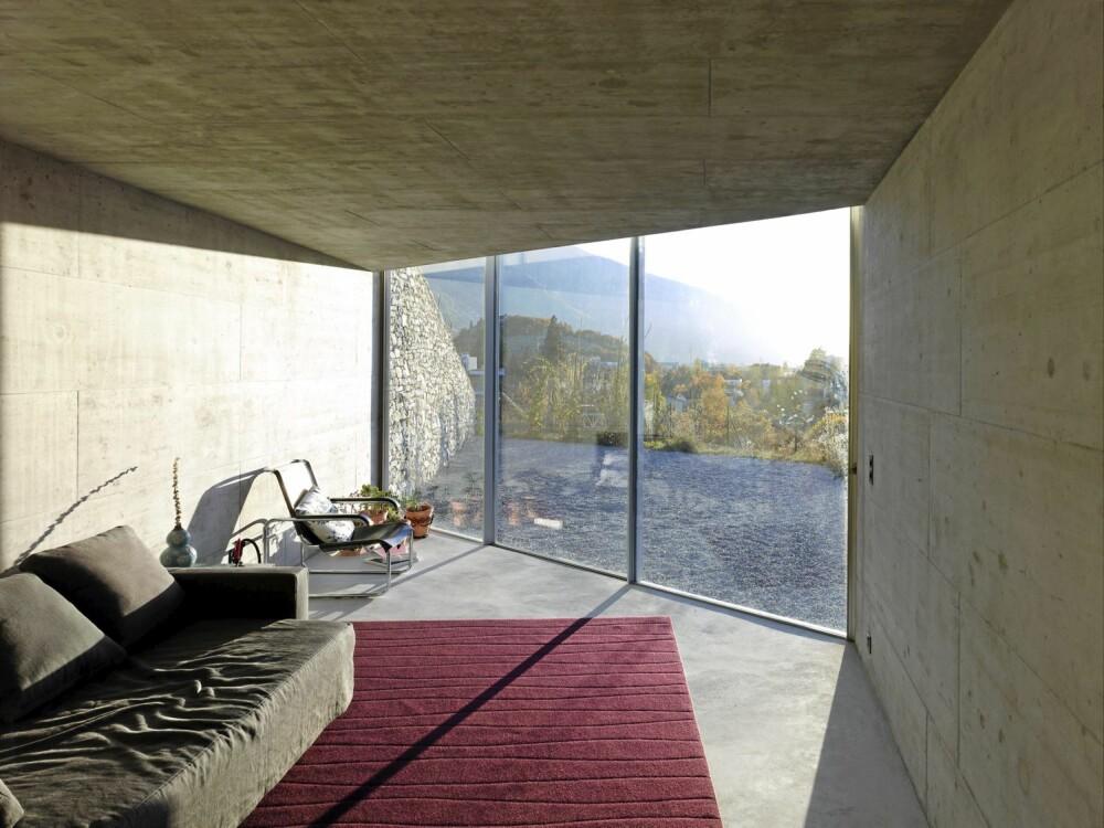 GOD UTSIKT: Det innvendige er delt inn i to hovedkomponenter med et innadvendt rom som gir tilgang til fjellet og et åpent område som er prosjektert ut i dalen