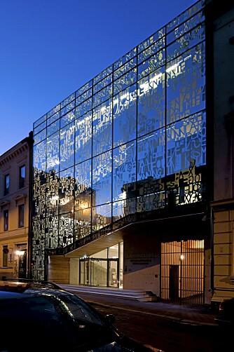 SMYKKESKRINET: De kunstneriske fasadene på Lærernes Hus har gitt det navnet Smykkeskrinet, speiler de andre husene i området.