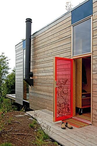 HYTTEARKITEKTUR: Med sin spesielle arkitektur, har hyttene på Stokkøya og en tilliggende bar blitt en attraksjon.