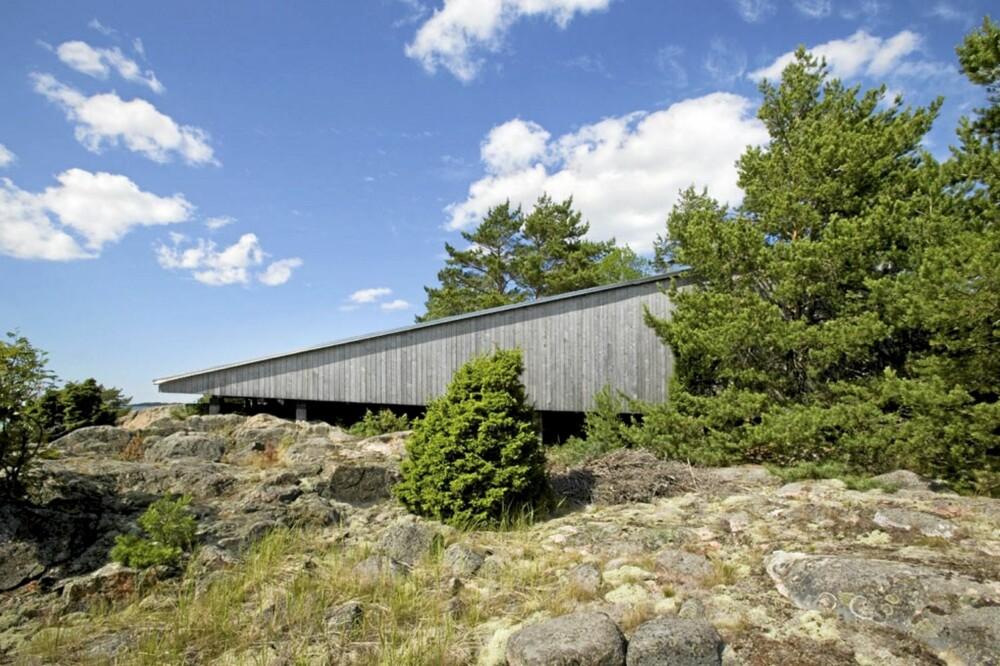 NATURLIG FINSK: Både i fasader og interiør er det brukt finsk furu. Materialene er ubehandlete, og med tiden vil de få naturens egen, grå farge.