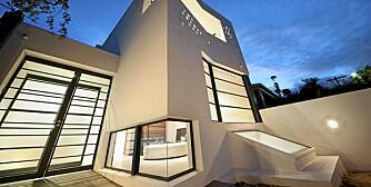TØFFE VINKLER: Det arkitektegnede huset i Melbourne har særegne detaljer og minimalistisk interiør