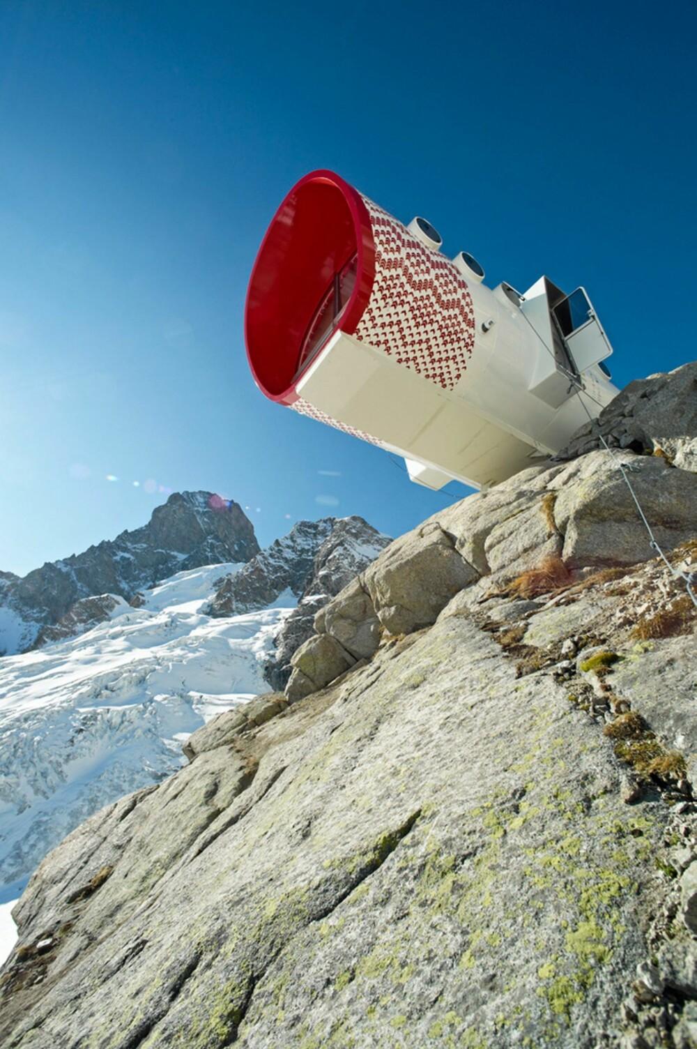 BLIKKFANG: Det røde mønsteret skal være et blikkfang for fjellklatrerne. Det kan også ha en hensikt i nødsituasjoner.