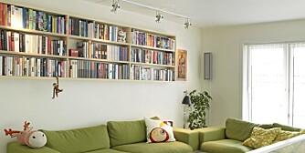 BOKHYLLER: Noen velger å fylle veggene med bokhyller, andre kan ikke fordra dem. Hva mener du?