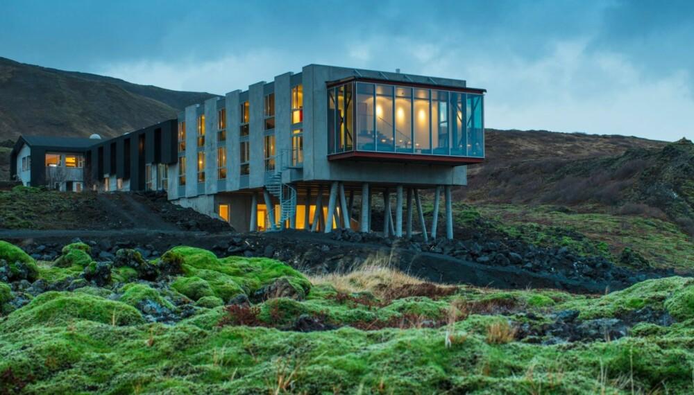 TROLSK STEMNING: Ved foten av den aktive vulkanen Hengill, ligger Islands nyeste designhotell, Ion. Arkitektene Erla Dögg Ingjaldsdóttir og Tryggvi Thorsteinsson har tegnet den dramatiske bygningen.