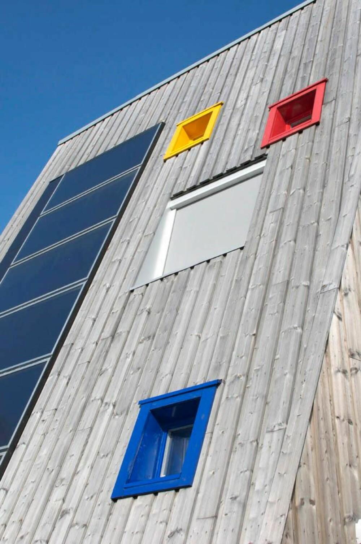 SOLINNSLIPP: Solen skal være en del av oppvarmingen i barnehagen, derfor har man benyttet seg av store vindusflater.