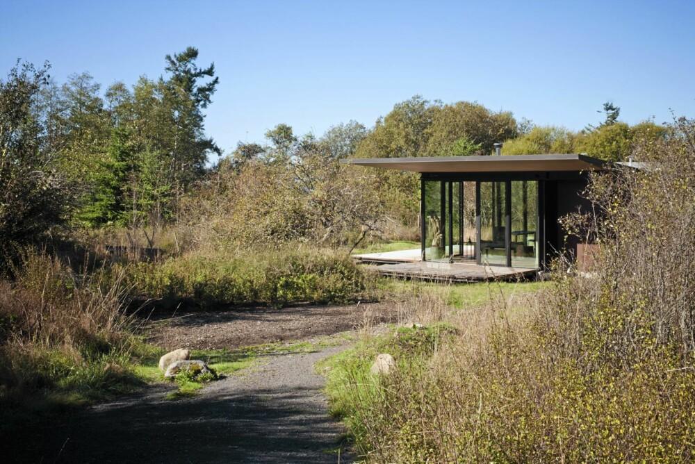 YDMYK PLASSERING: Hytta er ikke på mer enn 45 kvadratmeter og plasserer seg godt i terrenget.