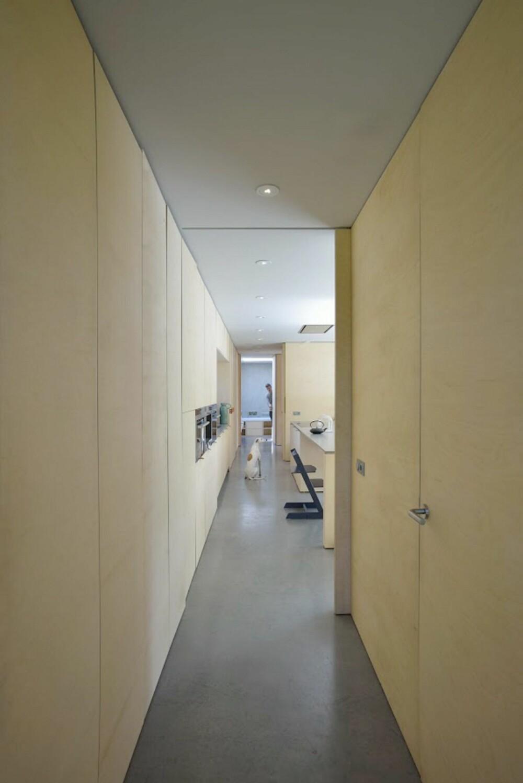 TREINTERIØR: Alle innvendige vegger er kledd i plater av bjørk.
