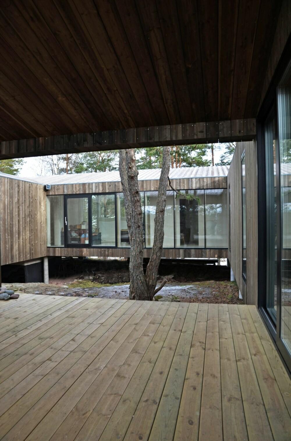 KONTEMPLATIVT: Arkitektene har ønsket at huset skulle vende seg inn mot seg selv og signalisere en ro.