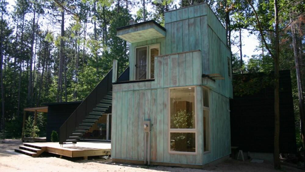 TO MODULER: Dette minihuset er satt sammen av to moduler, en horisontal og vertikal. Den har tre soverom og to bad, og er 111 kvadratmeter stor.