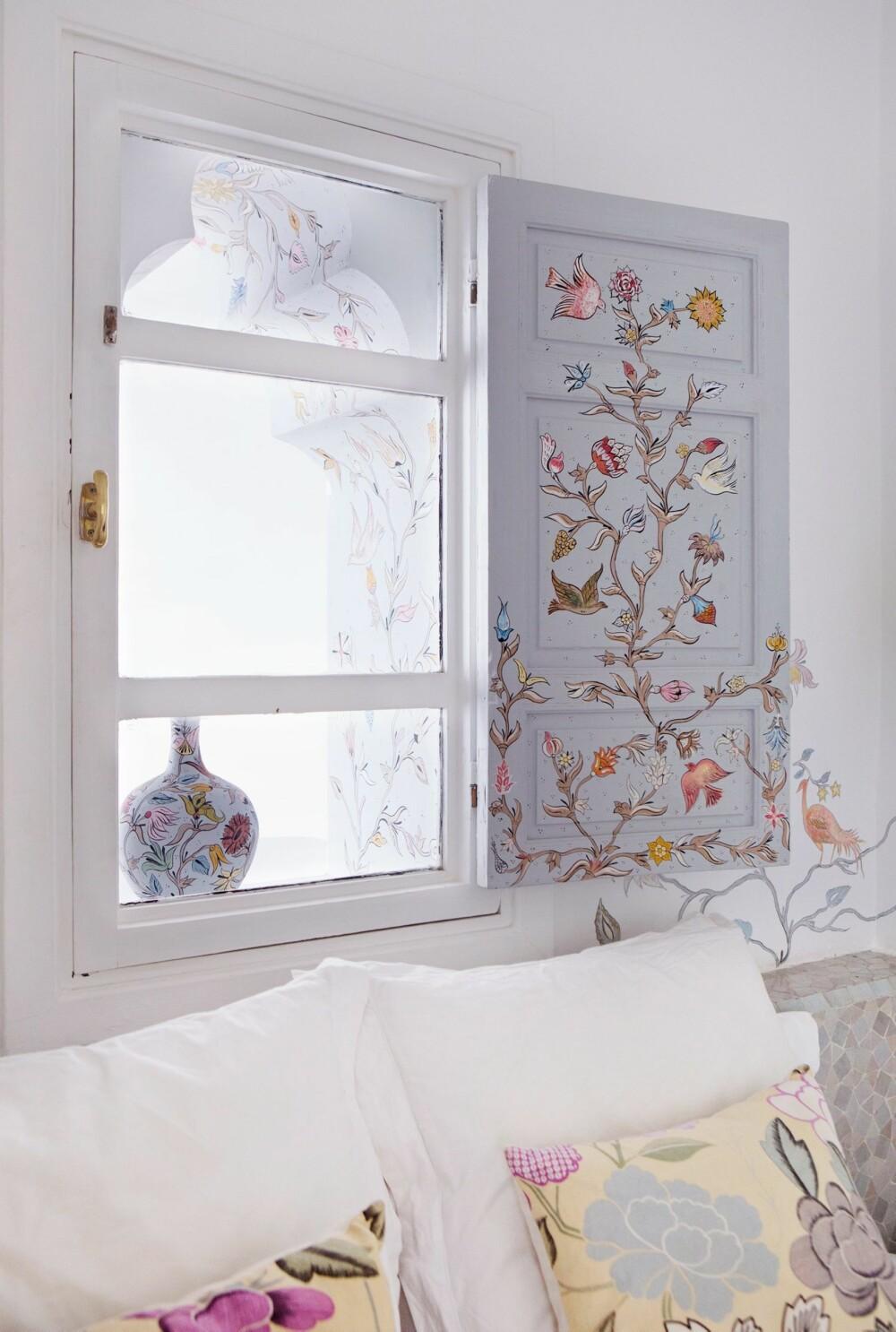 BEVINGET DEKOR: Fuglemotivet er designet og utført av Hovlands kone, matstylist og fotograf Marianne Gehrken.