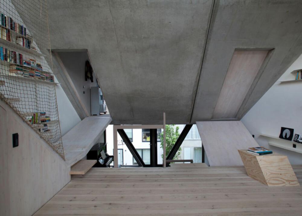 SOVEROM: Inne i betongklossene ligger huset soverom.
