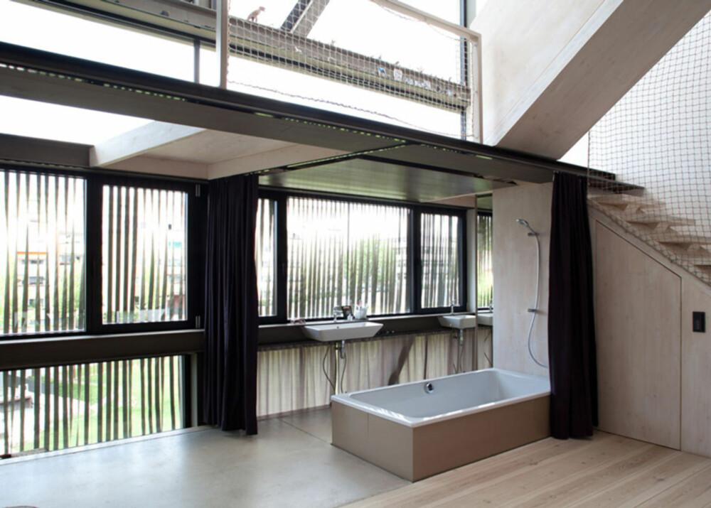 SPENNENDE LØSNINGER: Det er ingen tvil om at arkitektene har skapt et godt og funksjonelt hjem for den unge familien.
