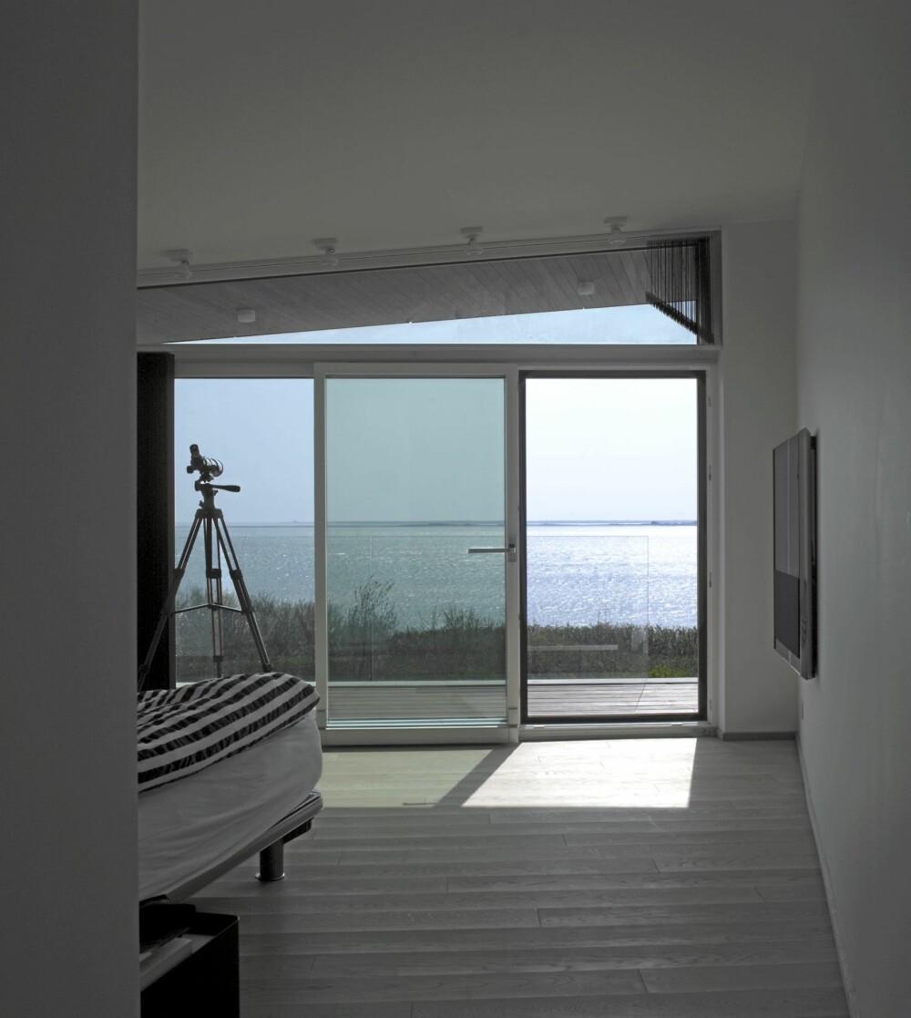 SOLHUSET: Her ser du hvordan huset åpner seg raust mot solen og sjøen.