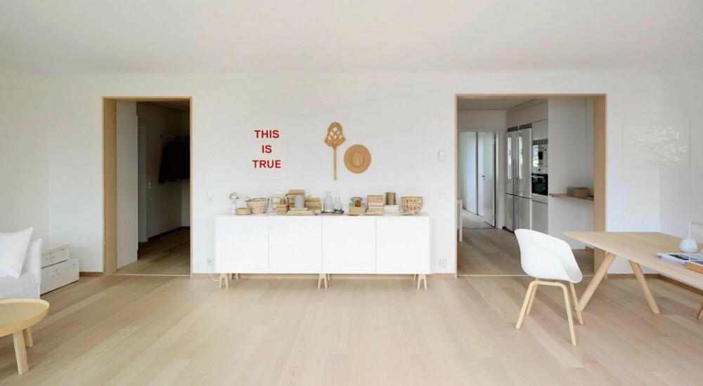 RENT INTERIØR: Interiøret er holdt i tre og hvitmalte flater, noe som gir et rent og lyst uttrykt.