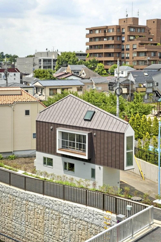 LITEN TOMT: Dette huset ble bygget for en familie på tre, på en tomt man i utgangspunktet ikke hadde trodd det gikk an å bygge på.