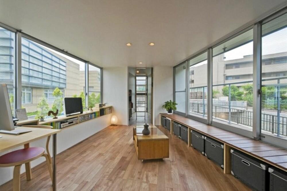 SLIPPER LYSET INN: Fra oppholdsrommene som stue og kjøkken har man flott utsikt over elven og nærområde. Dette var grunnen til at disse rommene ble lagt i byggets andre etasje.