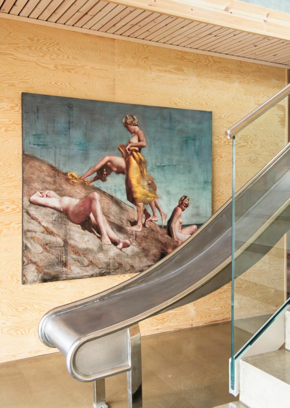 KRYSSFINER OG FRONTH: Belinda Bjerke har vært gift med kunstneren Per Fronth, og sto ofte modell for ham. Flere av hans malerier preger hjemmet i dag.